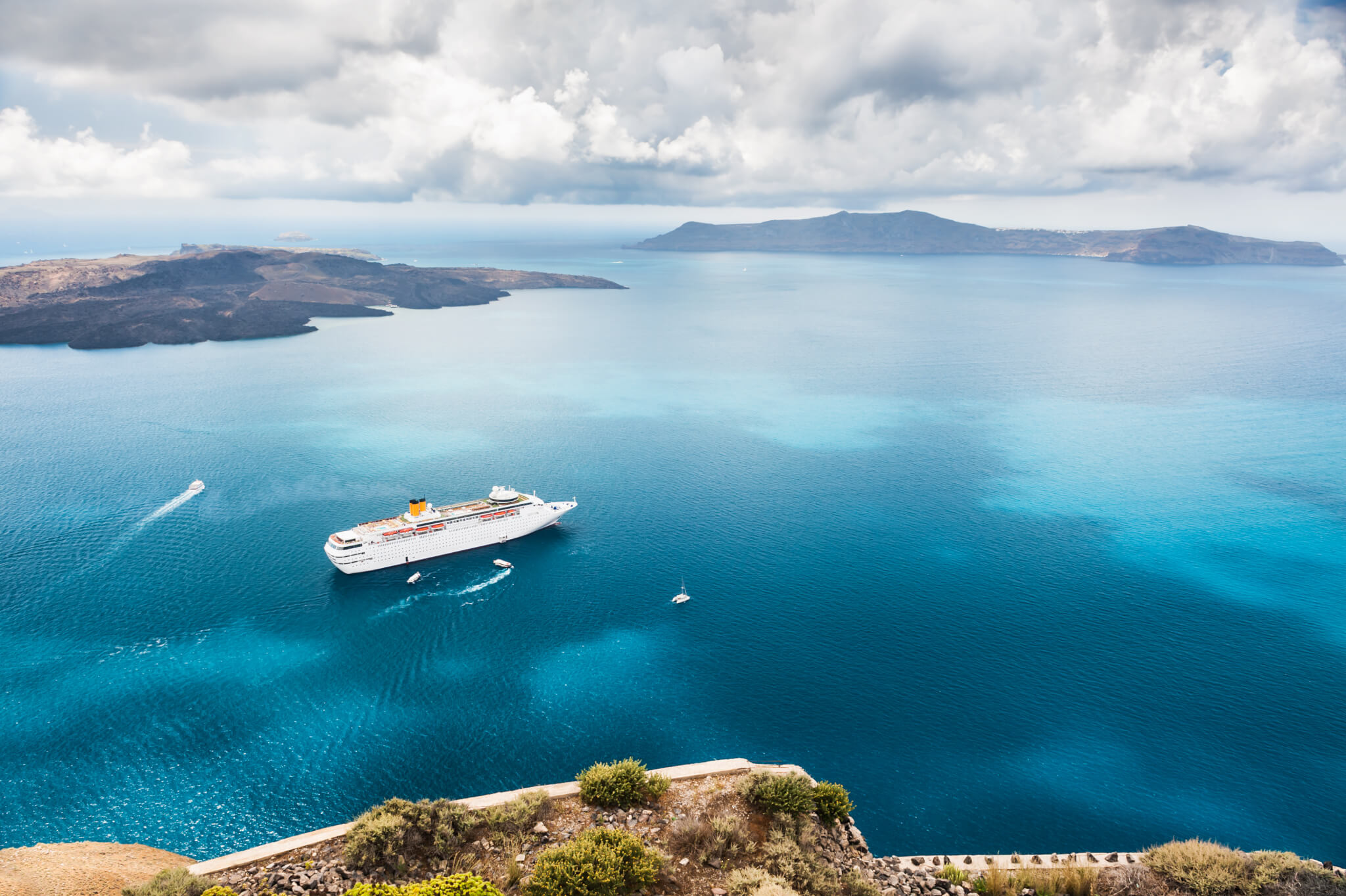 Cruise line and islands
